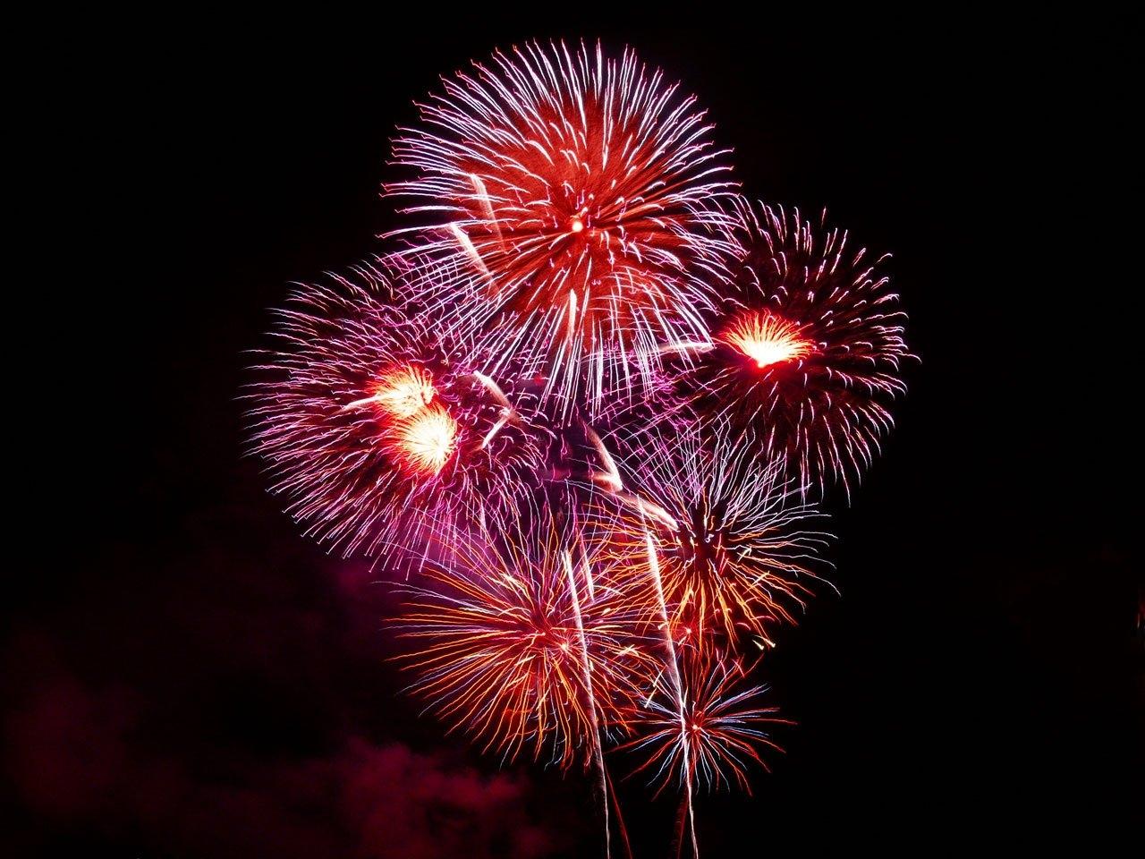 Sommernacht im Maxipark mit großem Feuerwerk